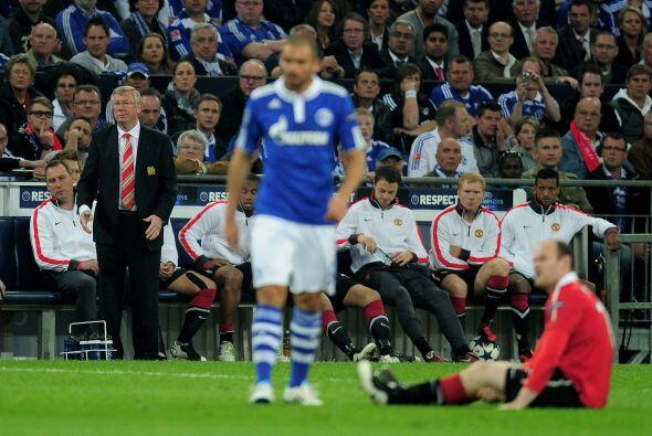 Por momento, las faltas eran la única forma de que el Schalke parara al...