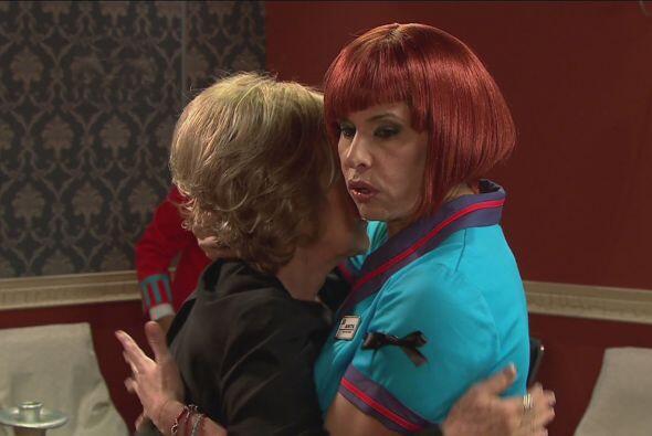 Anita usó sus conocimientos de actuación para darle el pésame a la viuda.