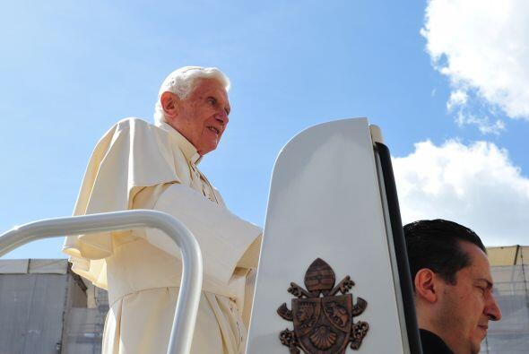 21 de mayo. La gendarmería del Vaticano detiene al mayordomo del Papa Be...