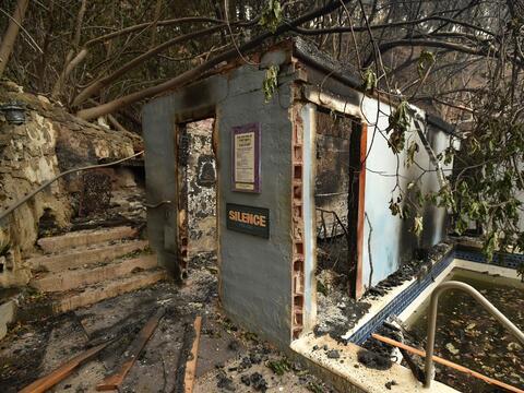 El incendio ha consumido más de 60,000 acres y ha destruido cient...