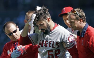 El lanzador Matt Shoemaker de los Angels terminó en el hospital p...