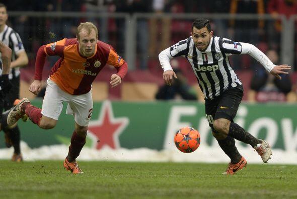 Horas antes, el Galatasaray y Juventus disputaron el resto del partido q...