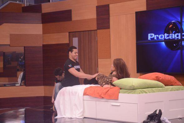 George y Mateo pusieron nerviosa a la presentadora y Laura Zapata le pid...