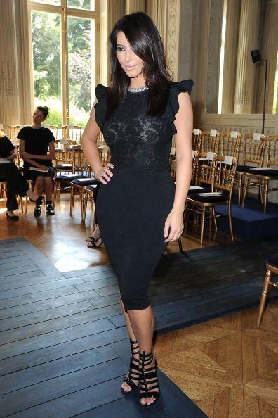 Kim Kardashian es otra experta en eso de vestir sexy y formal. Cuando te...