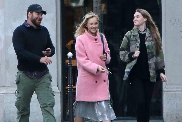 Bradley Cooper y su novia, Suki Waterhouse, muy enamorados en París. Mir...