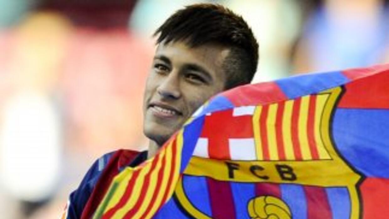 Luego de la salida de Thiago, lo normal era que Neymar tomara el dorsal...