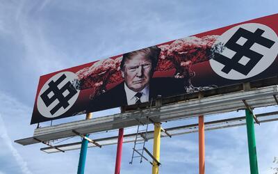 La valla publicitaria en contra del mandatario estadounidense est&aacute...