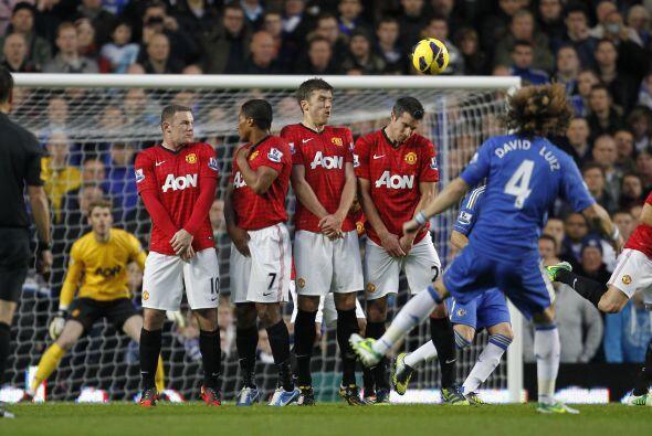 Los tiros libres fueron una opción para Chelsea en busca del descuento.