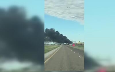 Choque de trenes desata tremendo incendio en Texas