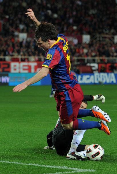 Además, Lionel Messi sufrió una preocupante caída e...