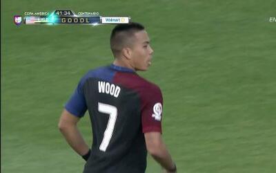 Goooolll!! Bobby Wood mete el balón y marca para Estados Unidos