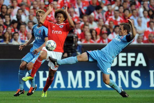 En otro partido, el Benfica recibió al Twente de Holanda.