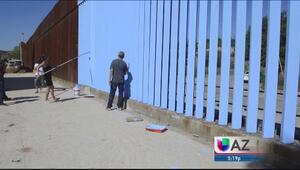 Artistas tratan de borrar el muro fronterizo