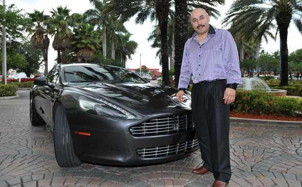 Una de sus marcas favoritas es Aston Martin, por lo que compró un Rapide...