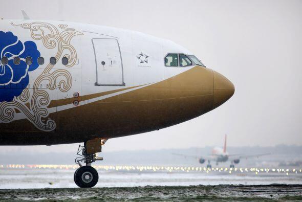 Según informó este viernes Heathrow, las cancelaciones res...