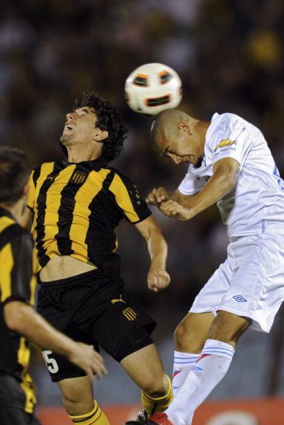 El partido del Grupo 8 se jugó en Montevideo y Peñarol lidera la zona co...