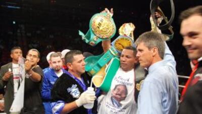 El nicaragüense Ricardo Mayorga derrotó a Michael Walker por nocaut técn...