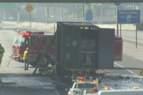 Incendio de camión de carga en plena autopista interestatal 10 di...