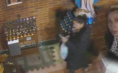 Policía busca sospechosa de robar limosna en una iglesia de El Bronx