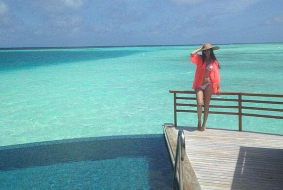 Ana luciendo cuerpazo desde el paraíso. (Junio 8, 2014)