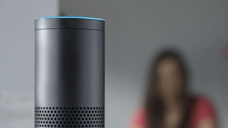 Dispositivo de control por voz Echo de Amazon