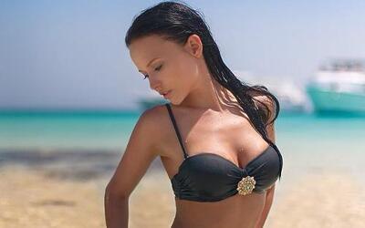 La modelo ucraniana Angelina Petrova, decidió ayudar a su equipo, el FC...