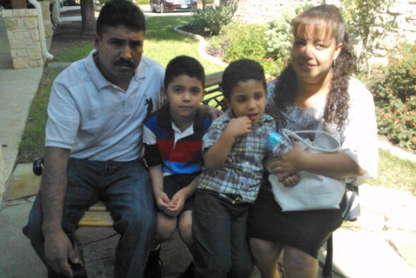 Inés nos envió esta bonita foto de su familia, a quien no cambiaría por...