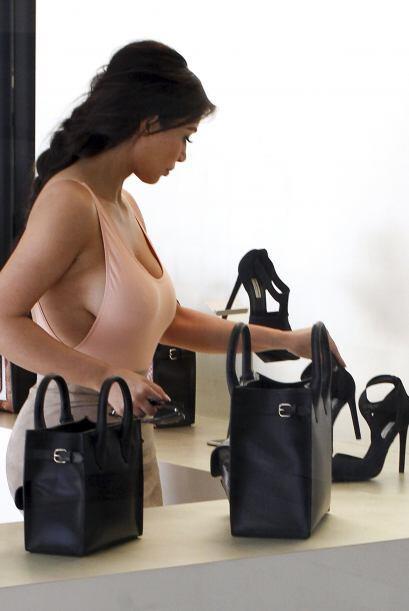 ¡Oh sorpresa! Demuestra que sus prendas no son nada aburridas y tienen s...