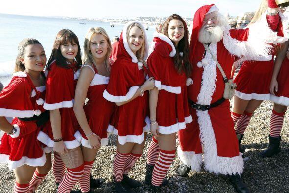 La navidad se adelantó unos días en Francia, en las playas de Niza se ll...