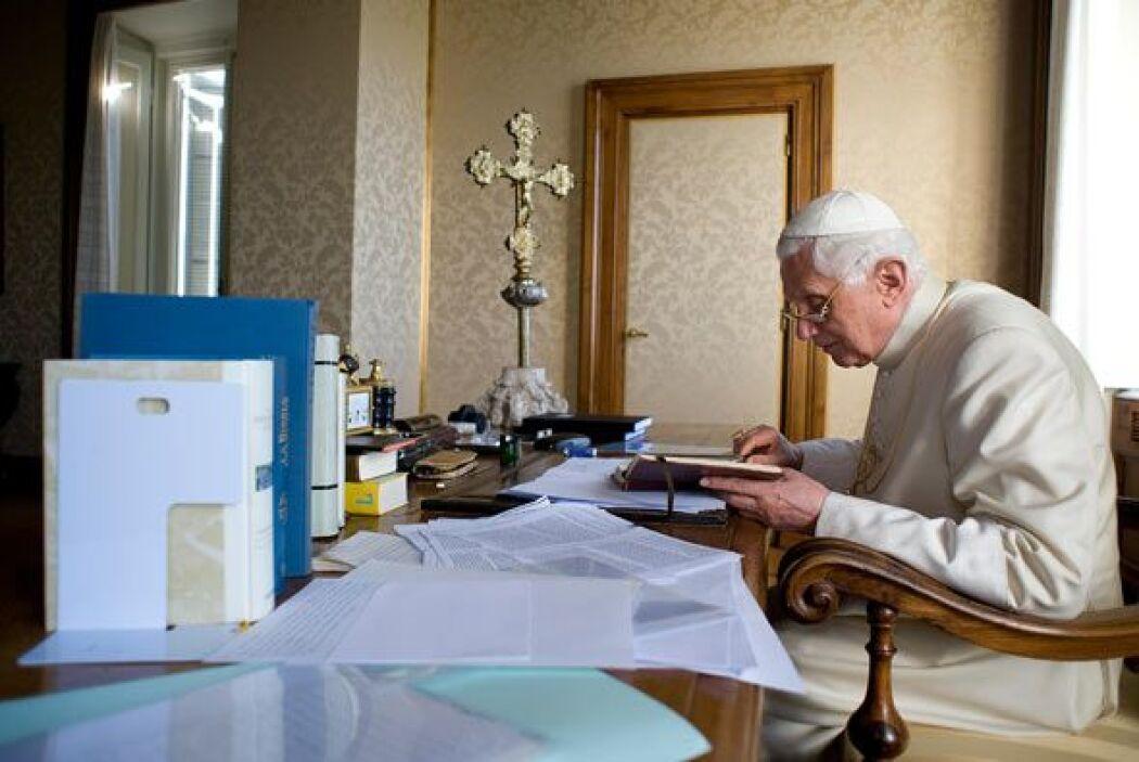 En el palacio pontificio también recibe de invitados al secretario de Es...