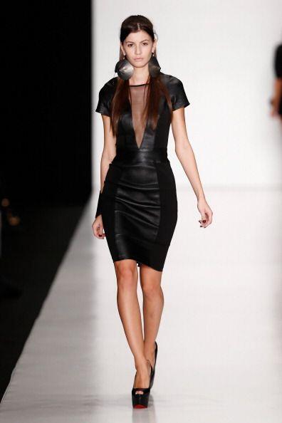 ¡Un vestido en 'leather' con transparencias será el 'boom'...