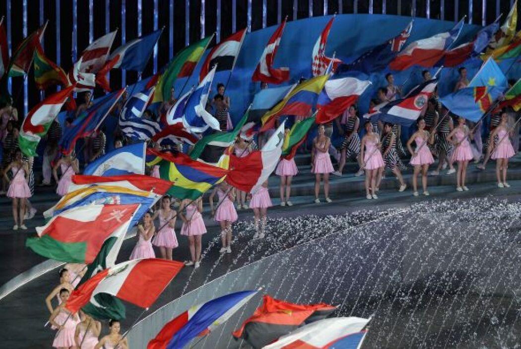Los Mundiales de Natación de Barcelona 2013 recogieron en Shangai la ban...