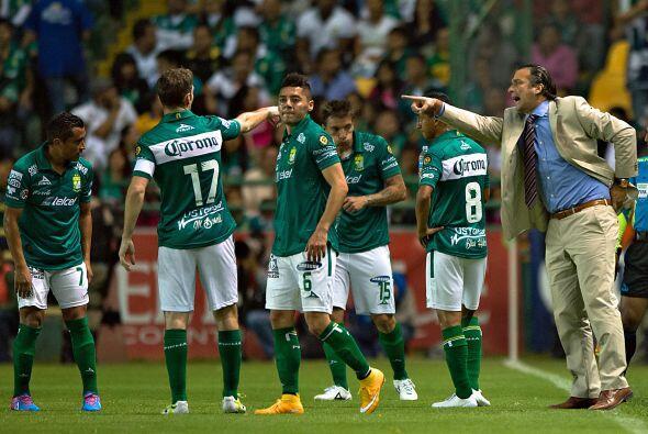 Hasta el momento el técnico argentino no corre peligro en la banc...