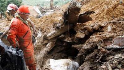 Los cuerpos de rescate encuentran mayor devastación conforme avanzan los...