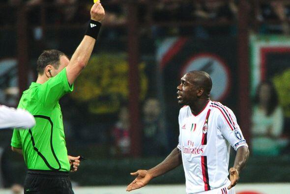 Aunque el árbitro parecía haber olvidado las tarjetas al permitir muchas...