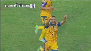 Golazo de crack de Dueña pone al frente a Tigres ante Querétaro
