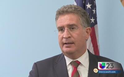 Joe García dice ayudará a los niños de la frontera