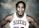Darryl Dawkins, quien se destacó en la NBA por sus volcadas que rompían...