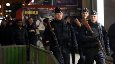 Policía francesa en la Plaza de la República
