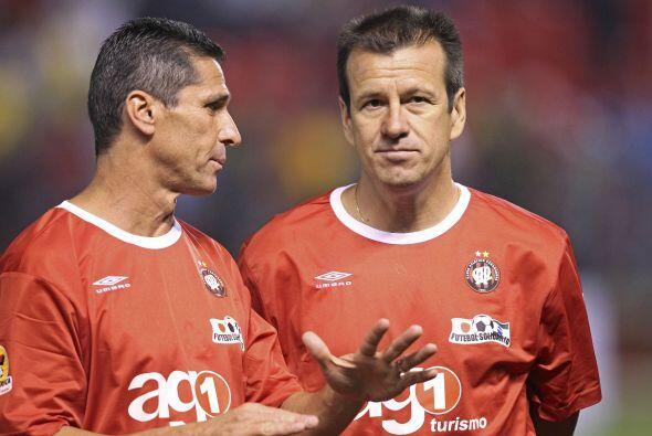 Jorginho y Dunga charlaron bastante durante el encuentro y se encargaron...