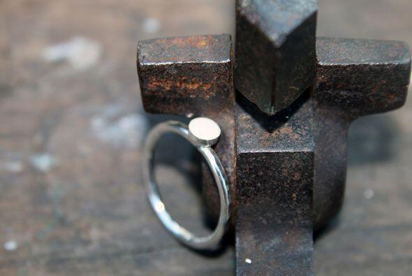 Colgantes, pulseras y anillos son los principales trabajos.
