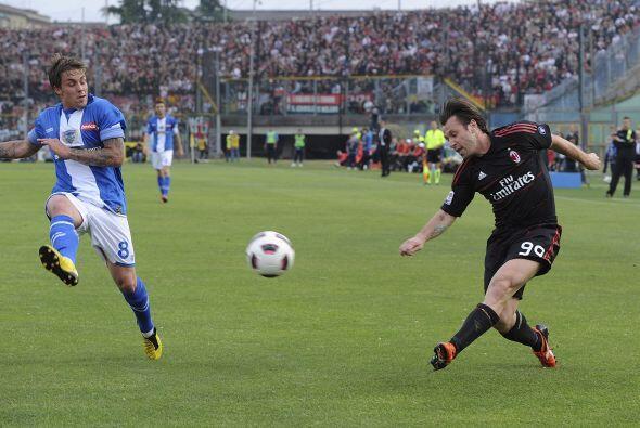 Milan venció en un tremendo partido al Brescia y acaricia el t&ia...
