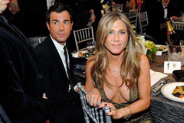 Jen y Justin listos en su mesa.