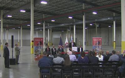Anuncian la instalación de una nueva planta automotriz en el sur de Chicago