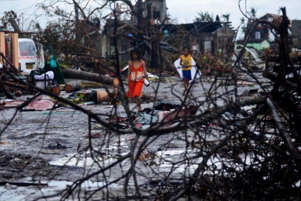 Las escenas de desolación cubren todo Tacloban.
