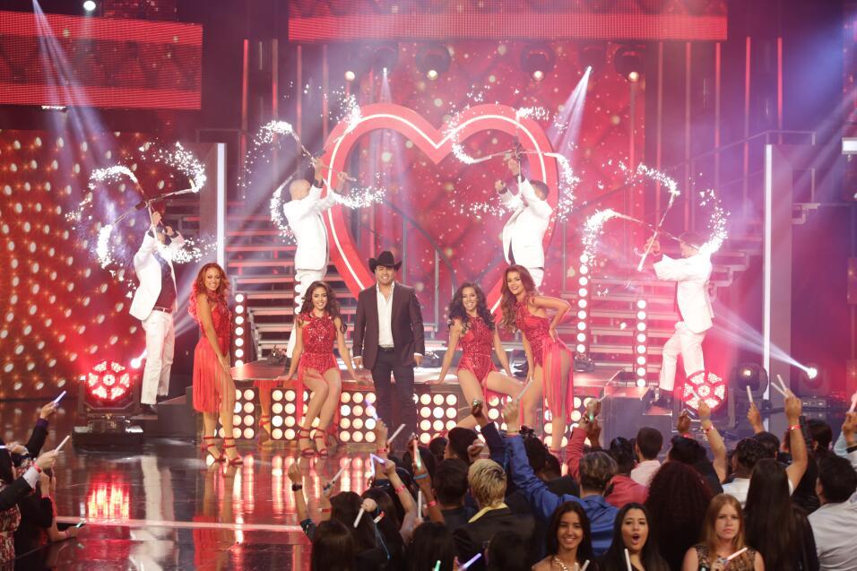El cantante mexicano trajo la alegría puso a bailar a las finalistas con...