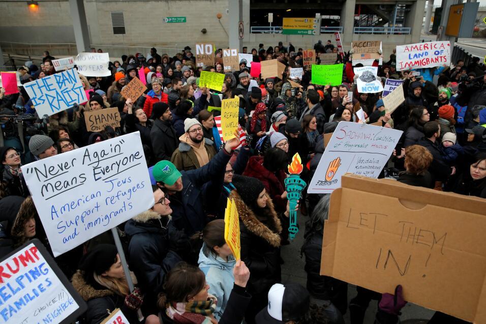 Las bodegas de Nueva York cierran en protesta al veto migratorio a refug...