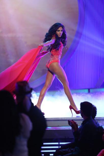 Nabila presumió sus tremendas curvas enfundada en un coordinado color co...
