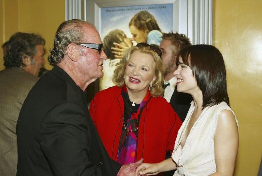 """Aquí está en la premiere de """"The Notebook"""" con Gena Rowlands, Rachel McA..."""