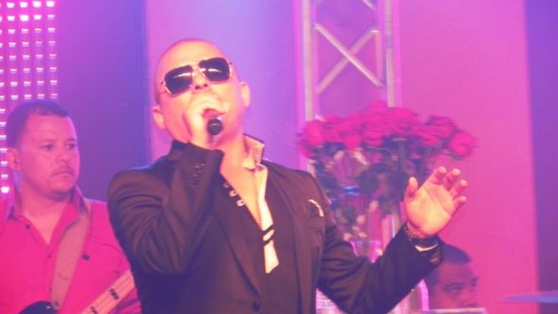 Larry Hernandez dio un conciertazo en un club nocturno local como parte...